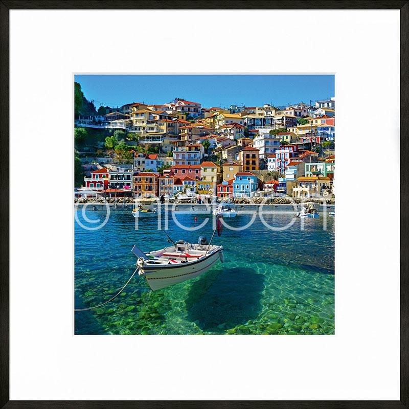 """Beeld met lijst """"Parga Boat Greece"""" met lijst van aluminium C2"""