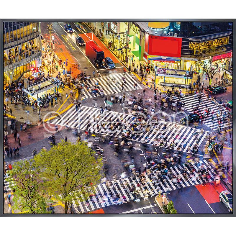 """Beeld met lijst """"Tokyo Crosswalks"""" met lijst van aluminium Alpha"""