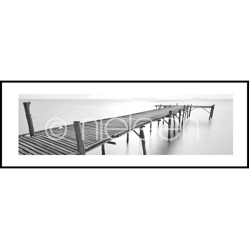 """Beeld met lijst """"Footbridge black and white"""" met lijst van aluminium C2"""